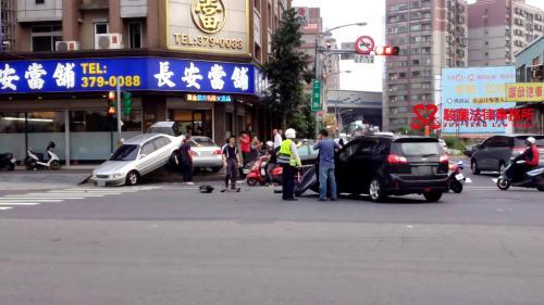 交通事故發生時,該怎麼辦呢?車禍法律流程(刑事?民事?)